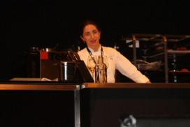 Elena Arzak*** experimenteert met lichtgevende borden van Philips