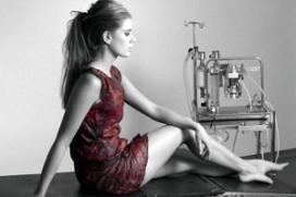 Wetenschappers maken jurk van wijn