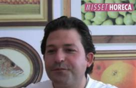Jonathan Karpathios kookt op Mysteryland