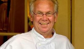 Henk Savelberg presenteert kookboek voor jongeren