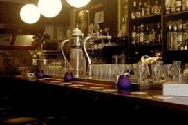 Stamgasten nemen honderd jaar oud café over