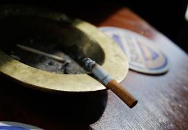 Rechter: roken in café zonder personeel verboden