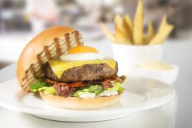 Hamburger centraal in eerste tv-commercial voor Bilderberg