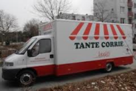 Zorgaanbieder Laurens met maaltijdwagen de wijk in