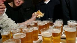 Van 4 op 10 ouders mag drankleeftijd omlaag