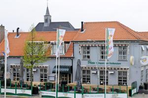 Cafetaria Top 100 nummer 32: Plaza 't Wapen van Stellendam, Stellendam