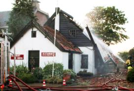 Explosie blaast dak van restaurant Rockanje