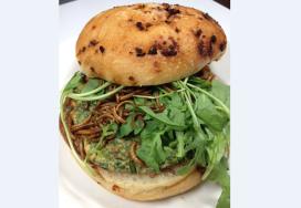 La Place serveert broodje meelworm op Lowlands