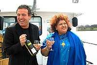 Gordon krijgt eerste fles wijn van nieuwe oogst Zuid-Afrika