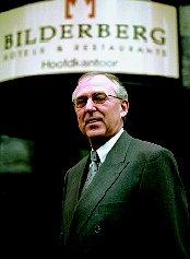 Bilderbergtopman Smits neemt ontslag