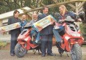 Friso geeft scooters weg in Hilversum