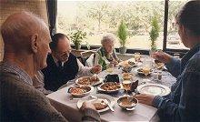 Bezoeker wil mee-eten met cliënt