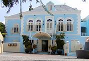 Hotelier Dekker vlucht van Curaçao