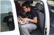 Nederlanders snacken graag in auto