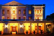 Leger valt hotel Birma binnen
