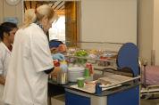 Patiënt kiest broodmaaltijd vanuit bed