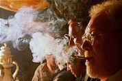 Minister denkt aan rookverbod op terras