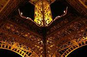 Ducasse begint in Eiffeltoren