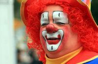 Clown vernielt loempiawagen
