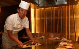 Kok van Okura bij Paul de Leeuw