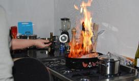 Inbreker zet restaurant en zichzelf in brand