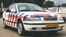 Cafédief zoekt toevlucht in politieauto