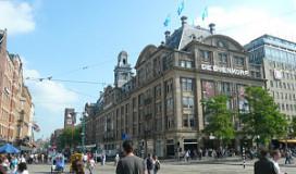 Johannes van Dam kraakt restaurant Bijenkorf