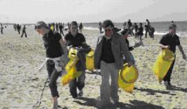 Accor maakt strand Scheveningen schoon