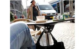 Proef met tassenhaak in Amsterdamse horeca