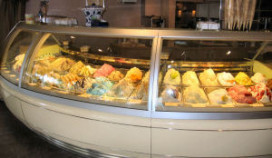 Het IJscafé in Nunspeet heeft mooiste ijsvitrine
