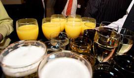 Onderzoek: meerderheid op bedrijfsfeest drinkt teveel