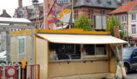 Frietkot wint van Manneke Pis