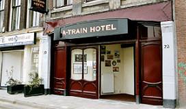 Gevluchte gevangenen sliepen in A-Train Hotel