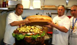 Wereldrecord: hamburger van meer dan 84 kilo