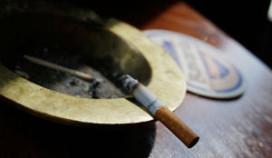 Kleine cafés lappen rookverbod aan hun laars