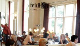 Klanten voedselbank eten gratis bij 't Feithhuis