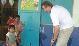 Hans van Wolde start fonds voor arme kinderen