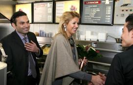 Prinses Maxima bezoekt cafetaria de Smulpaap