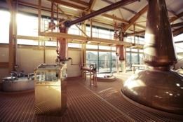 Prins Charles heropent whiskydistilleerderij