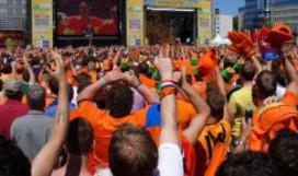 Toch voetbal op megaschermen in Amsterdam
