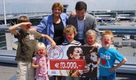 HMSHost schenkt 10.000 euro aan CliniClowns