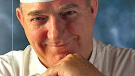 Cas Spijkers opent Haarlem Culinair met hakbijl