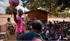 Chefs maken kookboek voor kinderen in Malawi
