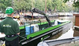 Duurzame bevoorradingsboot vaart af