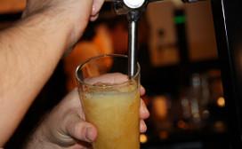 Rudi Spanjers tapt beste biertje van Nederland