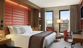 Paul van Vliet opent Hilton Den Haag