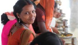 Cateraar schenkt cheque aan Stop Kindermisbruik