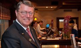 Bekende hotelconcierge na 41 jaar met pensioen