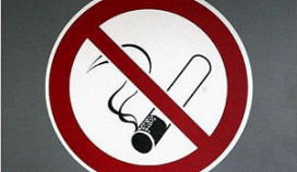 Griekse horeca spekt staatskas om rookverbod te omzeilen