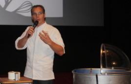 Onno Kokmeijer verrast met hartige suikerspin op Food Professional Day